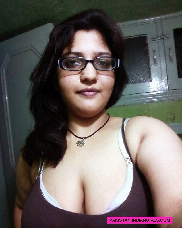 Mature huge tits bra cleavage